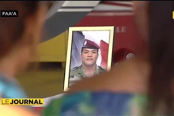 Hommages militaires pour Teva Paeahi à Tahiti