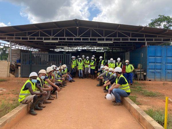 Les employés d'Auplata Mining Group
