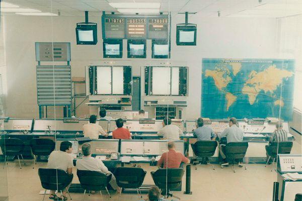 Salle de contrôle du Centre spatial guyanais - Vos photos notre histoire
