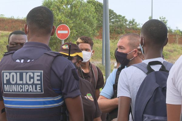 Policiers à Balata