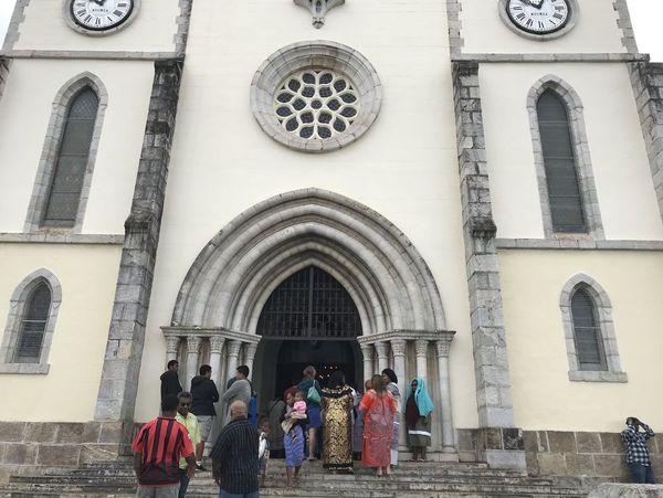 Cathédrale Saint-Joseph, sortie de messe, 4 août 2019