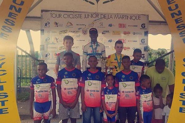 Jeunes coureurs cyclistes