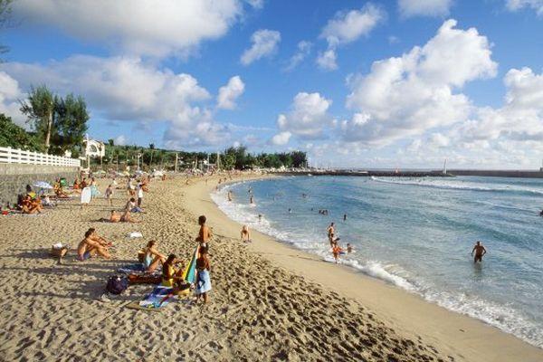 Deuxième site naturel le plus photographié d'Outre-mer : la plage des Roches noires, à la Réunion.