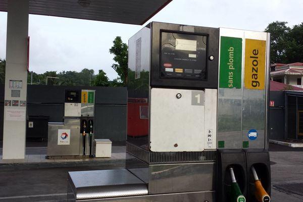 station service pompe à l'arrêt .jpg