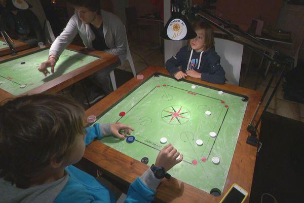 Un tournoi de Carrom est organisé samedi au quartier Latin.