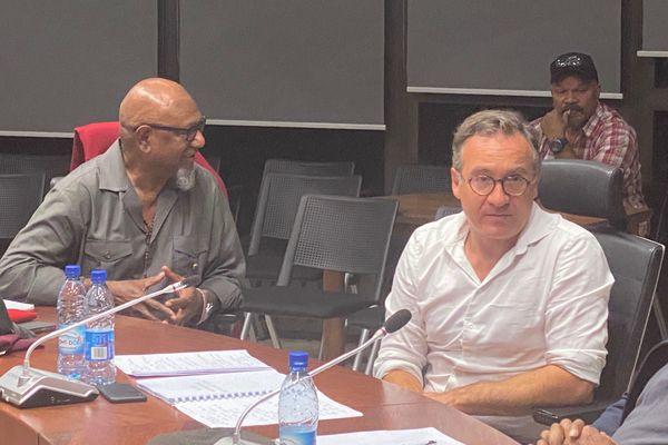 Justin Gaïa, président du Séant coutumier, et l'avocat Jérôme Bouquet-Elkaïm. Conférence au Sénat coutumier, 20 juillet 2021