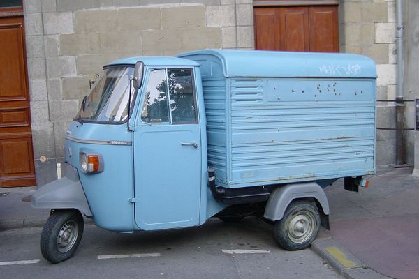 Triporteur voiture à pain (années 50)
