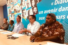 Le parti Calédonie Ensemble avec, au centre, les deux députés calédoniens : Philippe Gomès et Philippe Dunoyer.