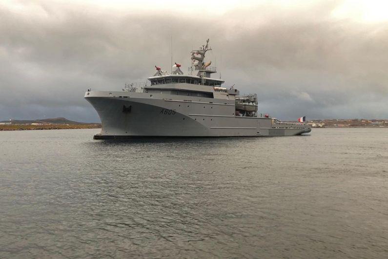 Le BSAM Garonne de la Marine Nationale en escale à Saint-Pierre