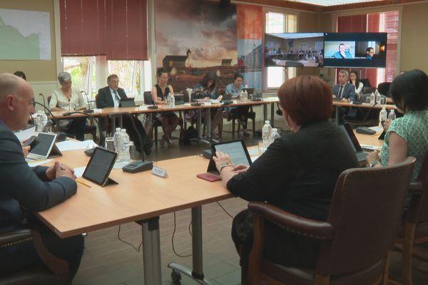 Câble numérique et pêche au coeur de la séance officielle du conseil territorial