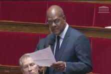Le député Serge Letchimy à la tribune de l'assemblée nationale.