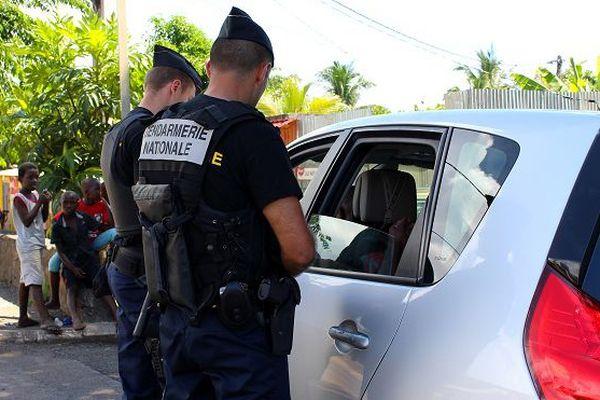 Contrôle de gendarmes à Majicavo