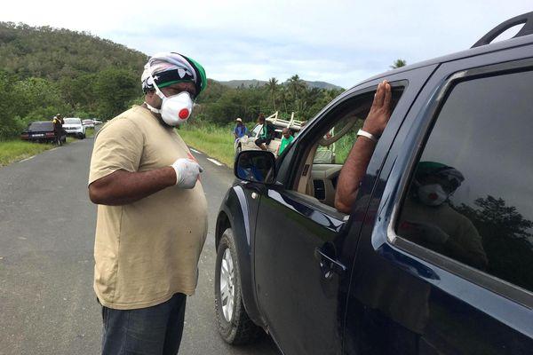 Coronavirus, barrage filtrant avant confinement sur le pont de Tiwakak à Poindimié, 23 mars 202O