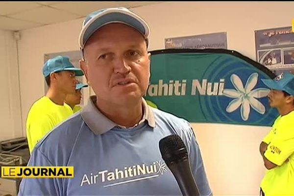 Air Tahiti Nui va'a se jette à l'eau