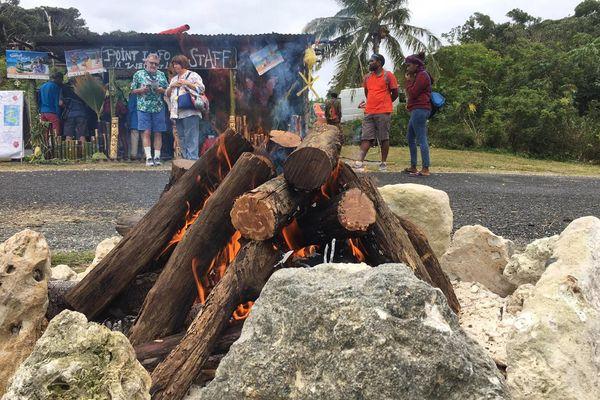 Fête du Santal et du miel, feu de bois, août 2019