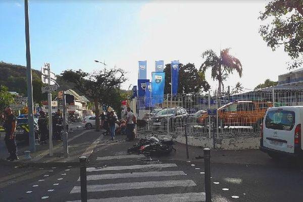 Motard accidenté angle rue Poivre et Chaussée-Royale