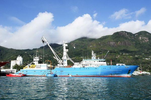 Le Belle Isle Thonnier senneur de la Sapmer aux Seychelles
