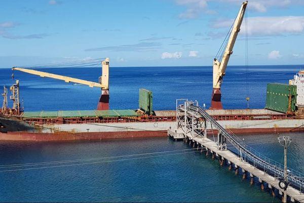 Barge pour l'exportation de matériaux