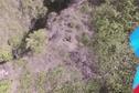 Un drone livre deux bouteilles d'eau à un parapentiste coincé à la Punaruu