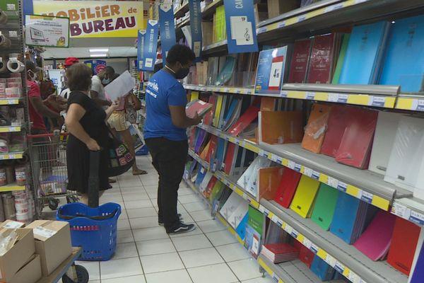 Rush de la rentrée scolaire dans les magasins