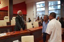 Roch Wamytan au Congrès avec Louis Mapou et Daniel Goa.