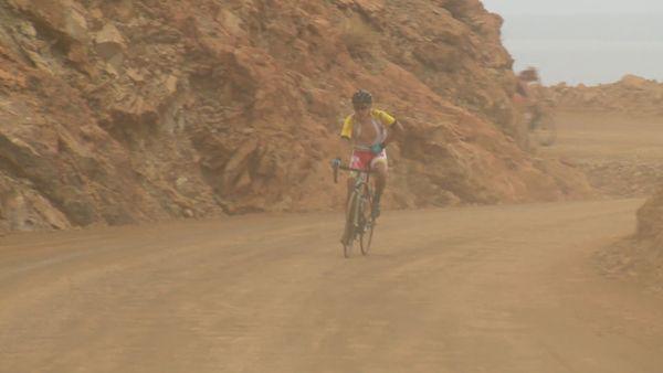 Tour cycliste 2019 : montée su rmine dan sla poussière à Houaïlou