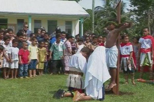 Chemin de croix dans les paroisses
