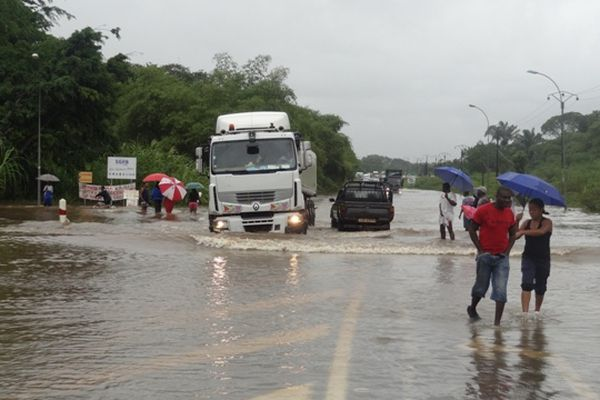 RN1 inondée à Soula