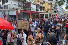 Des centaines de manifestants à Fort-de-France (17 juillet 2021).