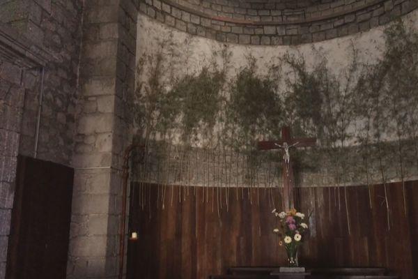 Apparition du visage du Christ à l'église de Saint-Benoit ?