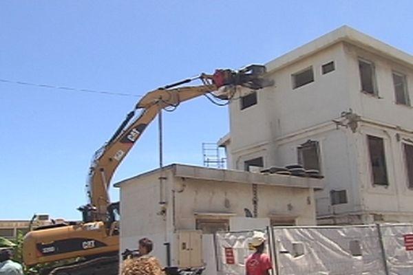 Destruction de l'école architecturale