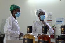Julianie et Janice Vingadassalon - fabricantes de la liqueur Heritaj de Mana