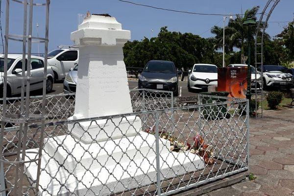 Statue de Schoelcher déboulonnée Basse-Terre
