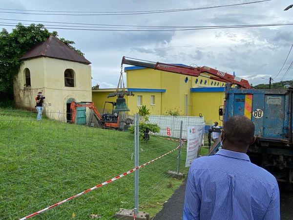 Dépose des cloches de l'église de Petit-Bourg