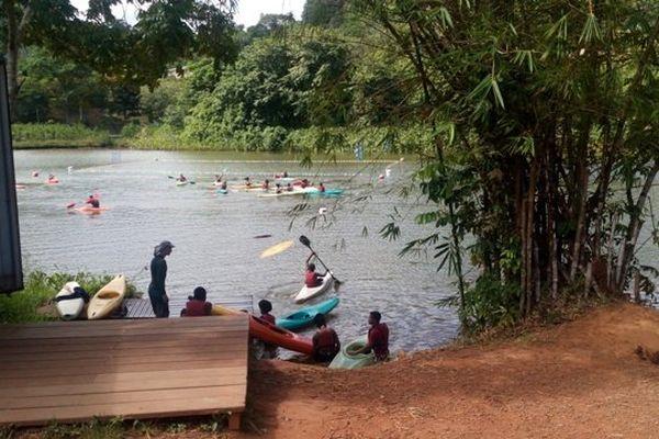 Kayakistes au lac du Rorota