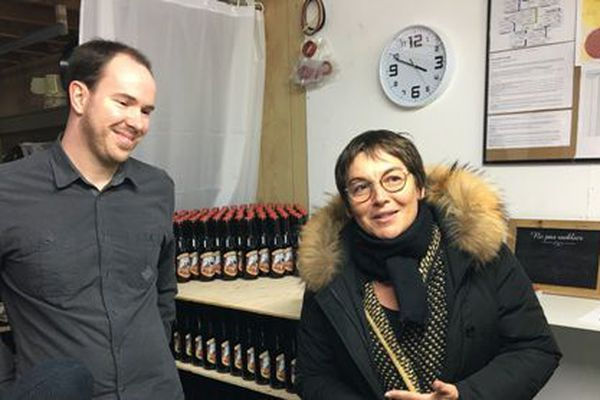 La ministre des Outre-mer visite la première brasserie ouverte sur l'archipel