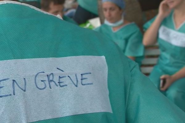 Le personnel médical des cliniques et les libéraux en grève