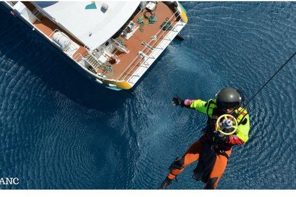 Orsec maritime : hélitreuillage - vue puma