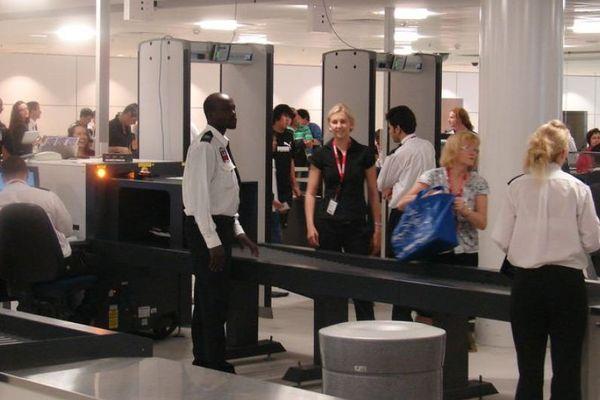 Formalités de sécurité à l'aéroport international de Brisbane février 2017