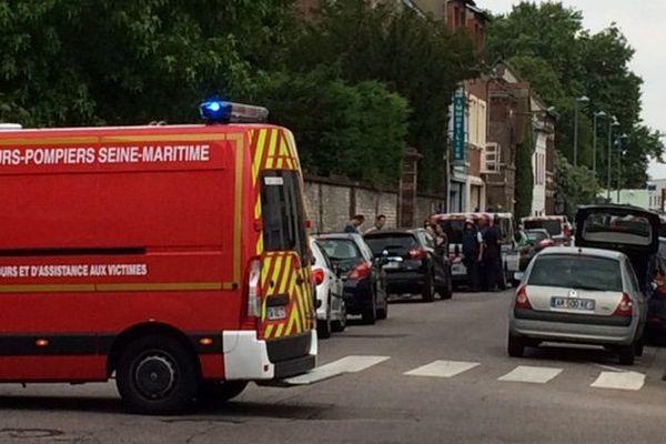 Prise d'otage dans l'église de St Etienne du Rouvray : le prêtre tué et les deux preneurs d'otage abattus