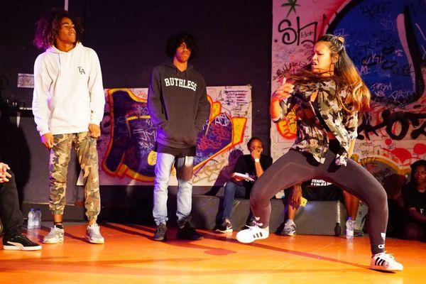 Quinzaine du hip hop, cloture au stand up battle, Rex, 21 avril 2018, «Tif», Tifanie Moehamaddoellah, a remporté le battle un contre un.