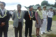 La ministre des outre mers vient d'arrivé à la mairie de Moorea et a déposé une gerbe aux monuments aux morts. Elle est accompagnée du président FRITCH et de son gouvernement.