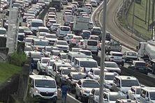 Embouteillages sur l'autoroute entre Lamentin et Fort-de-France (27 octobre 2021).