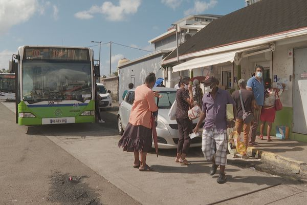 Guichets et bus