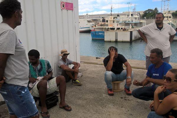 Des pêcheurs locaux empêchent un bateau malgache de débarquer