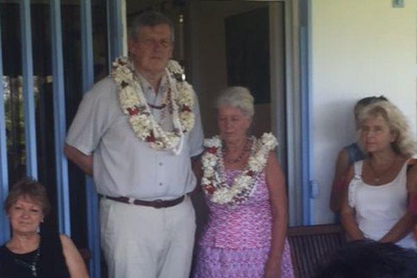 Pierre Simunek et son épouse, lors d'une rencontre pour son départ organisée à son domicile