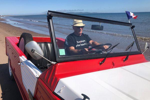 Guy Lelorieux au volant de sa Méhari Citroën