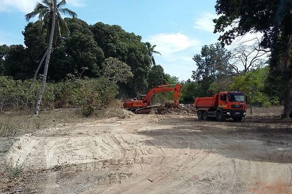 Terrassement sur le chantier du nouvel hôpital de Petite-Terre