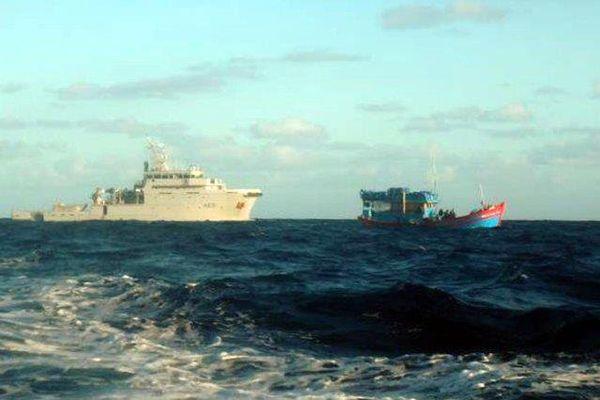 """Le B2M et un """"blue boat"""" battant pavillon vietnamien"""