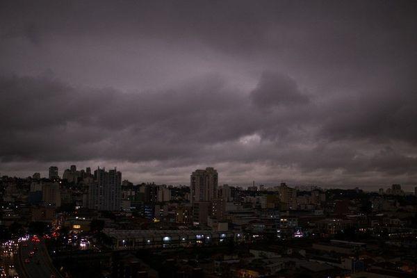 Sao Paulo, ciel gris à cause des incendies